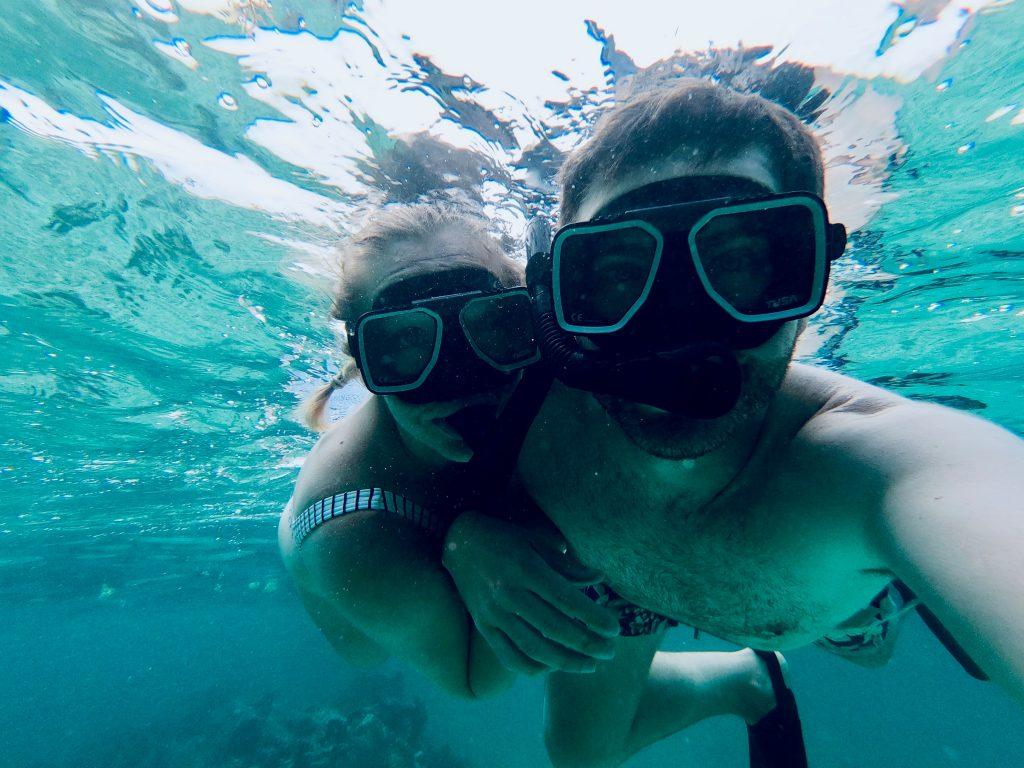 Belize-Guide-Co-snorkel-couple