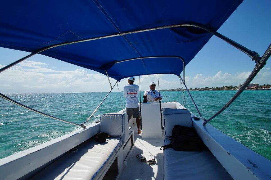 Belize-Guide-Co-amanda-boat-bow
